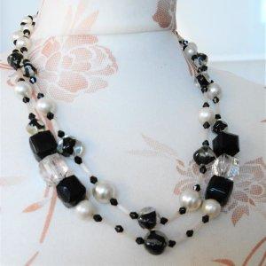 Collier blanc-noir