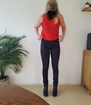 wunderschöne schwarze Jeans mit unaufdringlichem Leopardenmuster