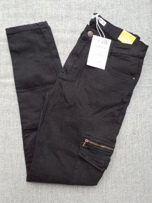wunderschöne schwarze Skinny Jeans von Pull & Bear in Größe 40 mit Etikett