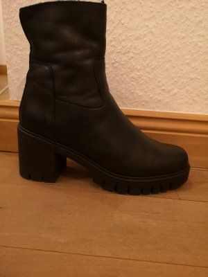 Görtz 17 Winter Booties black leather