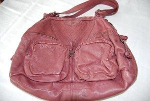 wunderschöne Tasche von Fredsbruder in weichem Glattleder in tollem Beerenton