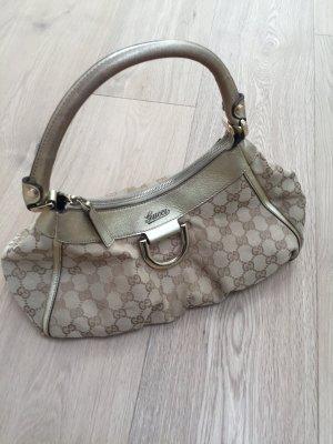 Wunderschöne Tasche von Gucci mit originalem Gucci Staubbeutel