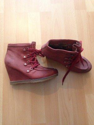 Wunderschöne weinrote Schuhe für den Herbst