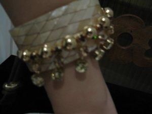 Wunderschöner Designer-Armband aus Perlmutt  mit Kristallverzierung