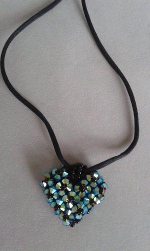 Wunderschöner Herzanhänger mit Swarovski Steinen und schwarzen kleinen Perlen