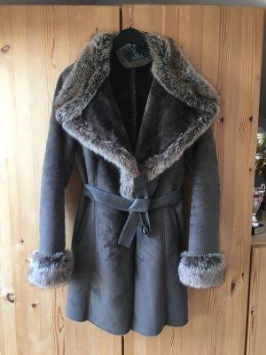 Wunderschöner Mantel mit Fell
