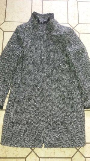 Wunderschöner Mantel von Zero mit Fischgrat-Muster