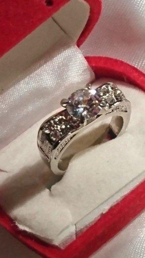 Wunderschöner Metall Ring mit Zirkonia Steine Gr. 18