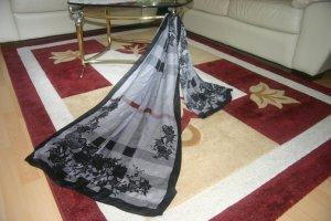 Wunderschöner Original Burberry Schal aus 100% Seide Blumen-Muster grau Tuch