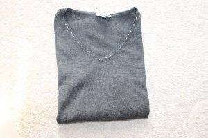 Wunderschöner Pullover in grau mit Glitzersteinchen