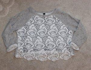 Wunderschöner Pullover mit Spitzeneinsatz