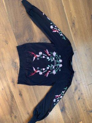 Wunderschöner Pullover mit Stickerei von Hallhuber
