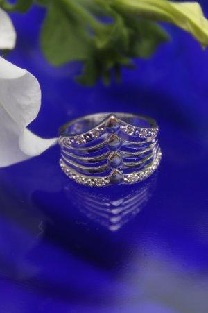 wunderschöner Ring * Kristalle * Silber * gestempelt * nie getragen * NEU *