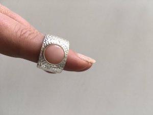 Wunderschöner Ring mit rosa Schmuckstein