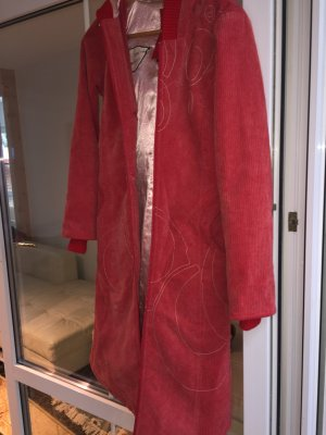 Wunderschöner Roter Mantel