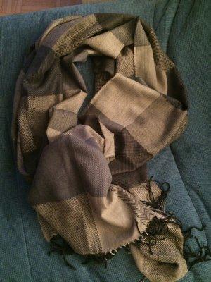 Wunderschöner Schal mit Fransen von SalSa