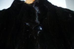 wunderschöner schwarzer Nerzmantel
