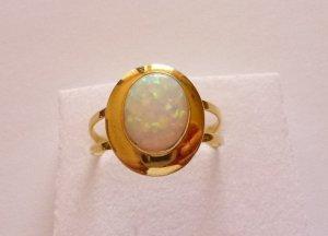 Wunderschoener-sehr-seltener-exclusiver-Ring-Gold-585-mit-tollem-OPAL
