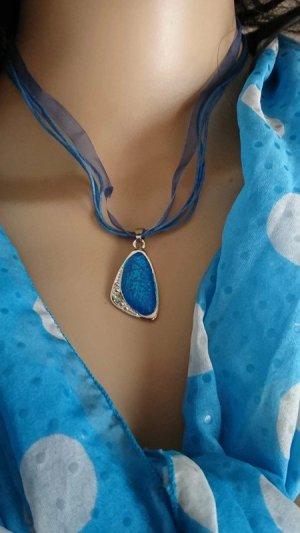 Wunderschöner Set Halskette und Ohrringe blau.
