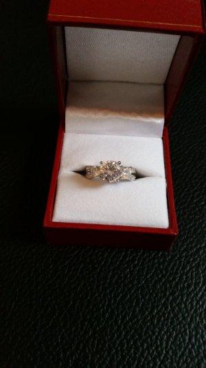 Wunderschöner Silberring mit Steinen 925er