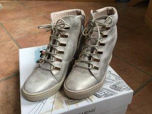 Wunderschöner Sneaker von Carinii