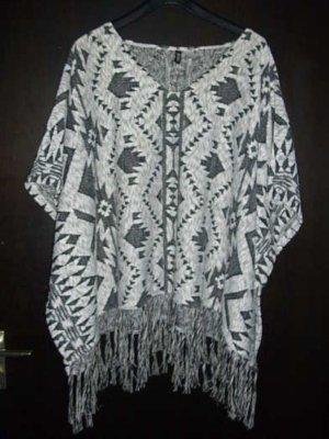 Poncho in maglia nero-bianco