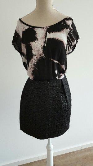 Wunderschöner Tulpenrock mit absolut auffälligem imprägnierten Muster