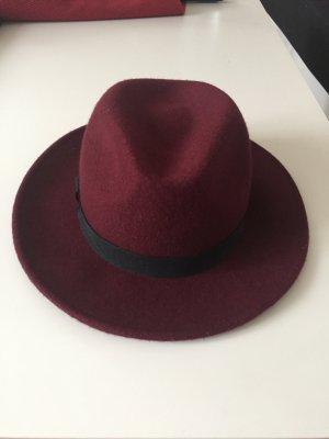 Wunderschöner und warmer Hut