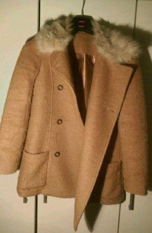 Wunderschöner Winter Mantel mit Fellkragen