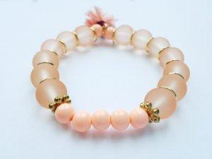 wunderschönes apricotfarbenes Armband mit goldenen Perlen und passender Quaste