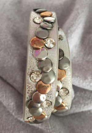 Wunderschönes Armband in Weiss mit Straßsteinen und Nieten