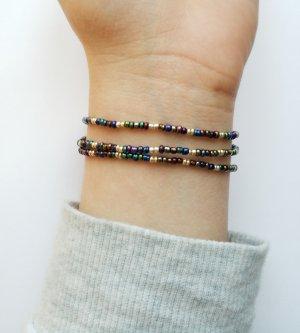 Wunderschönes Armband mit dunkel schimmernden und goldfarbenen Rocaillesperlen