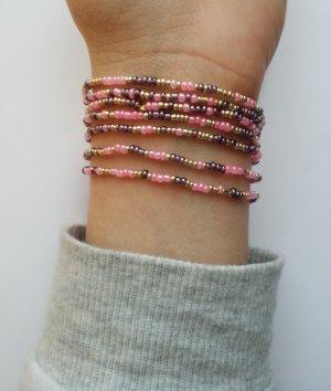 Wunderschönes Armband mit lila- rosa- und goldfarbenen Rocaillesperlen