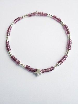 wunderschönes Armband mit silberfarbenen- und lilafarbenen Perlen und Sternanhänger