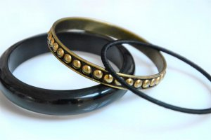 Bangle black-gold-colored