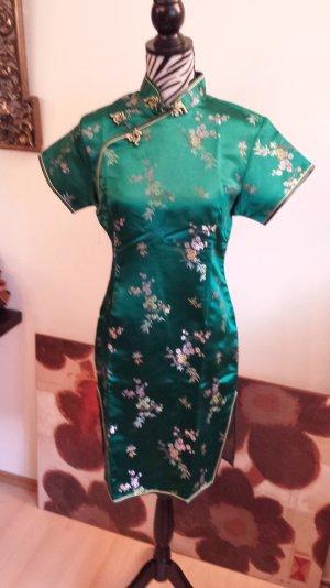 Wunderschönes asiatisches Seidenkleid