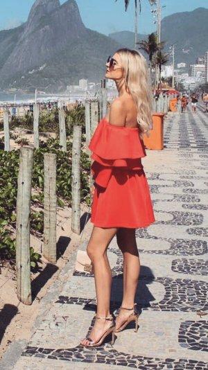 Wunderschönes ausgestelltes Kleid mit Carmen-Ärmeln