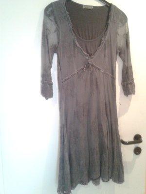 wunderschönes bezauberndes sehr angenehmes Kleidchen CREAM