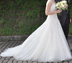 Wunderschönes Brautkleid aus dem Haus Pronovias inkl. Kathedralschleier und Reifrock