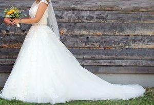 wunderschönes Brautkleid in A-Linie mit Spitze und Schleppe