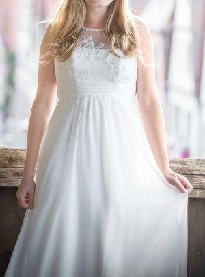 Wunderschönes Brautkleid von Amera Vera