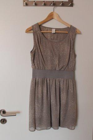 """Wunderschönes Cocktail-Kleid in modernen """"blush"""" """"nude"""" Farben von VILA 36"""