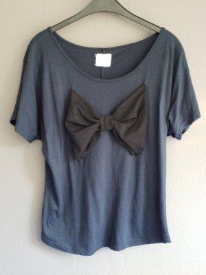 Wunderschönes dunkelblaues Tshirt mit großer schwarzer Schleife