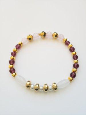wunderschönes elastisches Armband mit goldfarbenen, weißen, rosa- und lilafarbenen Perlen