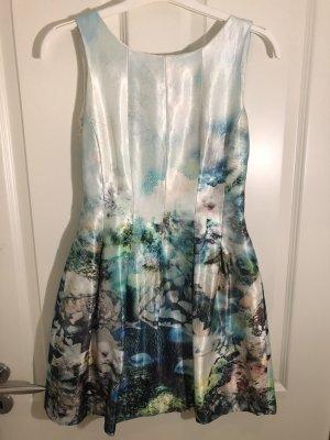 Wunderschönes elegantes Sommerkleid