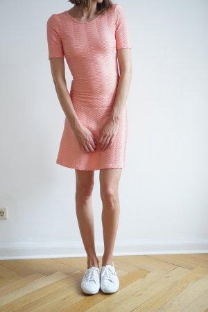 Wunderschönes enges Kleid in rosa von Edited