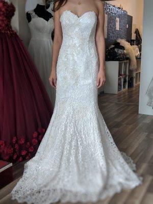 Wunderschönes figurbetontes Brautkleid