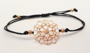 wunderschönes  filigranes Armband mit rosegolsfarbener Blume und Perlen