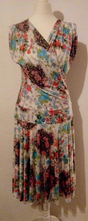 Wunderschönes, fließendes Sommerkleid