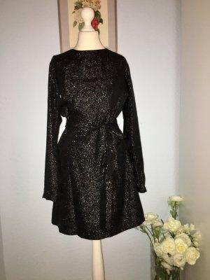 Wunderschönes, funkelndes schwarzes Kleid